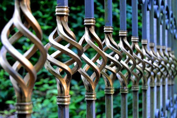 montaż ogrodzeń metalowych