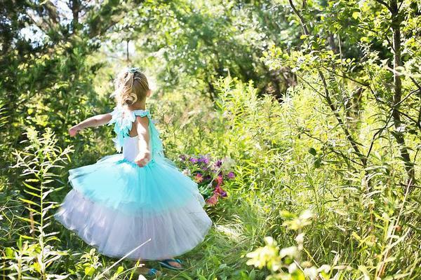 sukienki wizytowe dla dziewczynek z kokardką